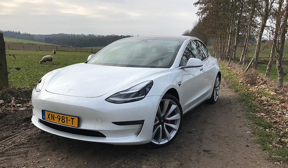 Witte Tesla model 3 Performance